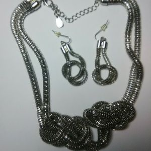 Jewelry - (You & I) Neckless & Earrings.Chunky hollow mesh